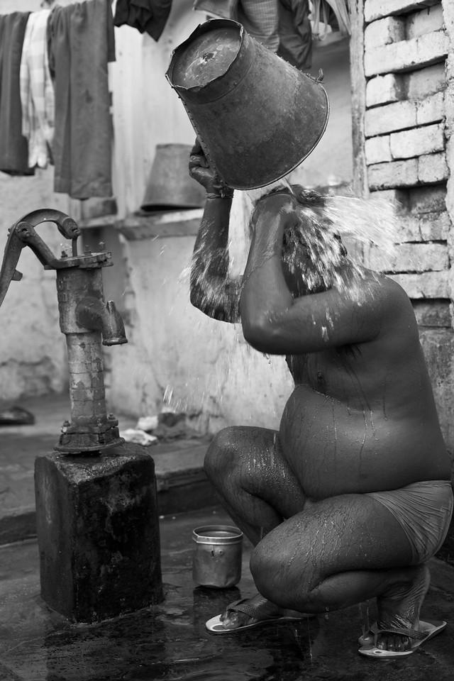 Man washing, Yamuna Bazar