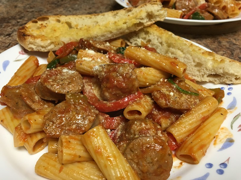 Italian Sausage & Peppers Rigatoni with Parmesan garlic bread