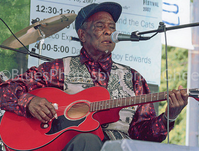 "David ""Honeyboy"" Edwards Chicago Blues Festival 2006"
