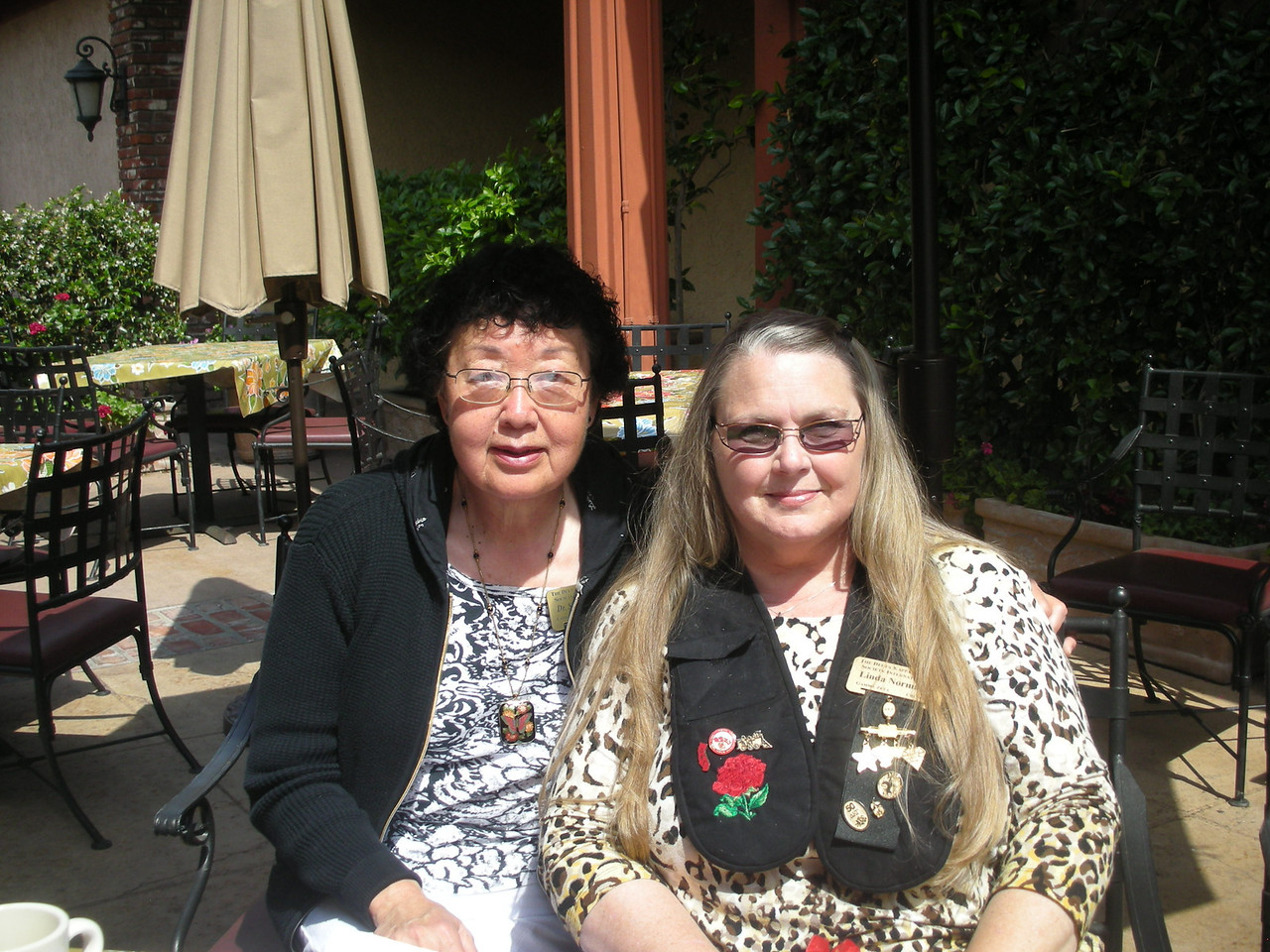 Sumie Imada and Linda Norman at Hoff's Hut June Breakfast
