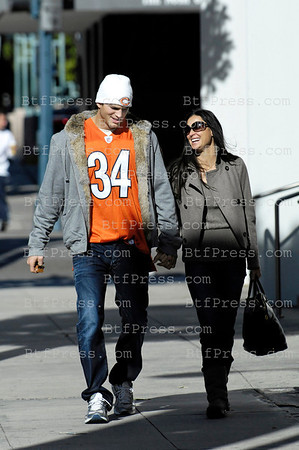 EXCLUSIVE-Demi Moore and Ashton Kutcher take a walk in Beverly Hills on December 2,2007
