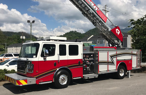 2016 Rosenbauer Commander<br /> 1500/500/78' Viper<br /> S/N # 741516<br /> <br /> (same truck shown below, new graphics added)<br /> <br /> Andrew Messer Photo