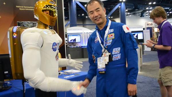 JAXA Astronaut Soichi Noguchi and Robonaut.