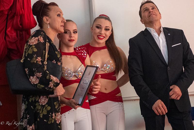 Kolev Sisters og deres forældre, som er stolte over Talentprisen til pigerne. Forældrene er med i trapezen i Wulber-truppen, der også er med i Arena-forestillingen. Pigernes far er flyveren i nummeret.