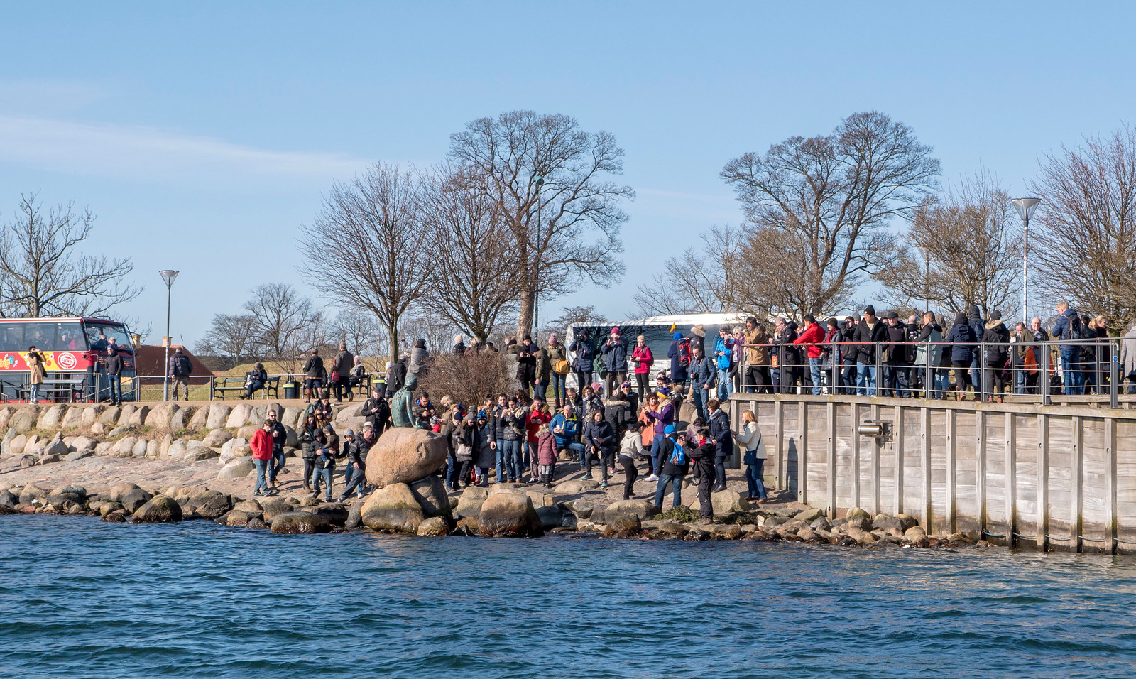 Canal boat ride in Copenhagen - The Little Mermaid statue and the crowds