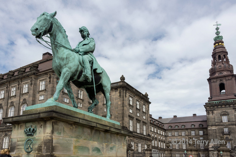 Equestrian-statue-of-Christian-IX,-with-royal-motto,-Christiansborg-Palace,-Copenhagen,-Denmark-