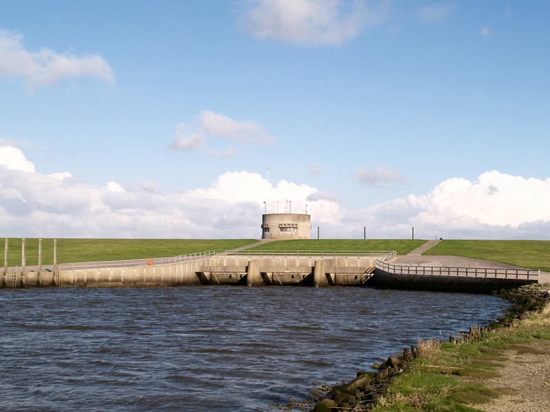 The gate in the new dyke at Højer, where Vidå (Vid River) flows into the North Sea.