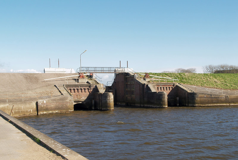 At Højer, the locks in the old dyke where Vidå (Vid River) flows through the dyke.
