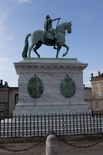 Statue of King Frederik V