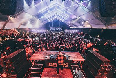 Dennis DJ - 15 anos Laura