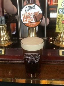 Great Newsome Brewery Pigs Ear Crisp Copper a meaty 5.2% at the Kenilworth, Edinburgh