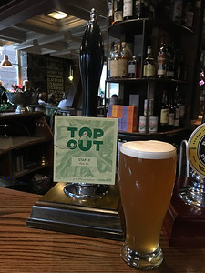 Top Out Staple Pale Ale 4.0% Unfined at No 1 The Grange with an ECT ultimate blind hiding at the back... 🚌👍