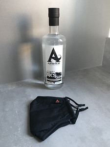 AK'S Gin 43% from Arbikie Distillery Arbroath. Arrived with the best fitting mask I have had.