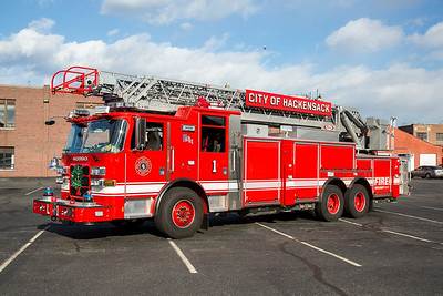 Hackensack NJ L-1, 2015 Pierce Arrow XT 105' rear mount aerial.