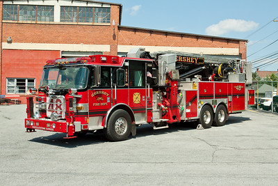 Hershey PA, Tower 48, 2007 Pierce Arrow XT 95' Baker Aerial Scope tower ladder remounted from a 1994 Simon Duplex/Saulsbury chassis.