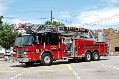 River Edge NJ Truck 1, 2003 Pierce Dash 105'/1500gpm/500gwt quint.