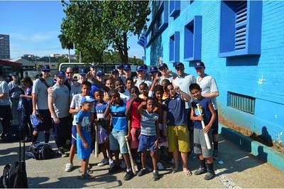Baseball team and kids_Cuba