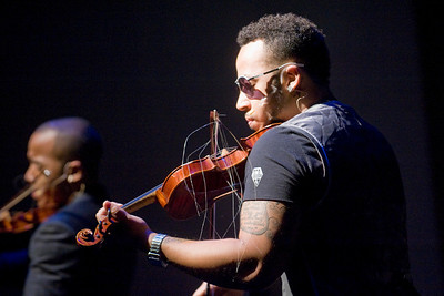 Nuthin' But Stringz performs on Dever Stage at WSU