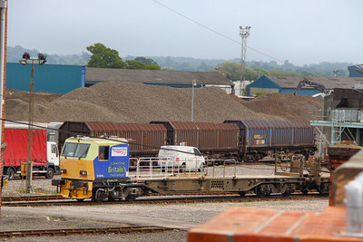 DR98964 in Eastleigh Works 26/07/11