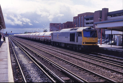 60028 arrives into Eastleigh in August 1993