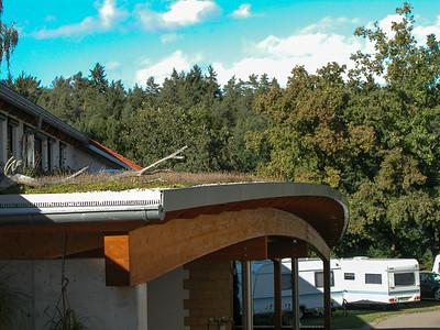 das vielbestaunte Bogendach über dem Sanitärbau-Eingang