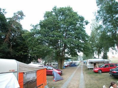 S=Am Spielplatz (O44/O33) Blick Richtung S=Birkenallee mit großer Eiche (O35) ganz sichtbar