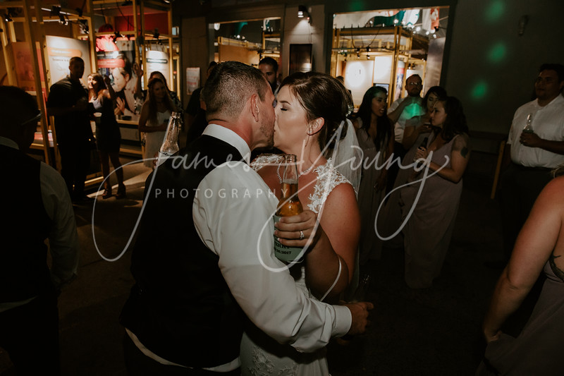 des_and_justin_wedding-2118-4.jpg