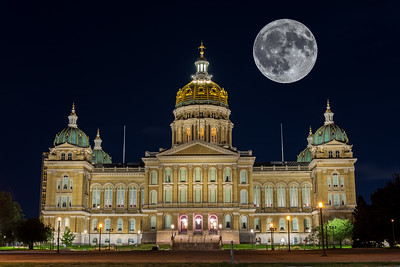 Harvest Moon Over The Capitol