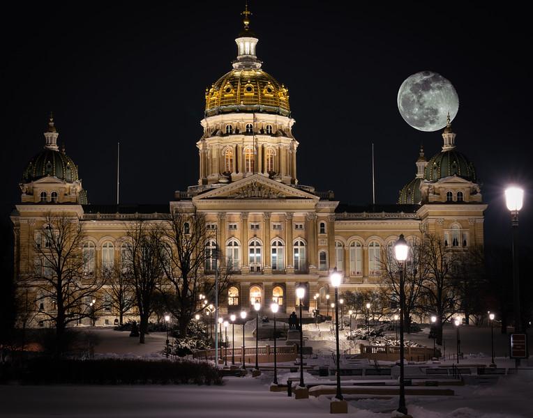 Super Moon Capitol in Winter