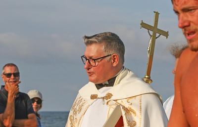 Pastor Rev. Douglas Freer [center] The Blessing of the Sea in Lavallette, NJ on 8/15/19. [DANIELLA HEMINGHAUS]