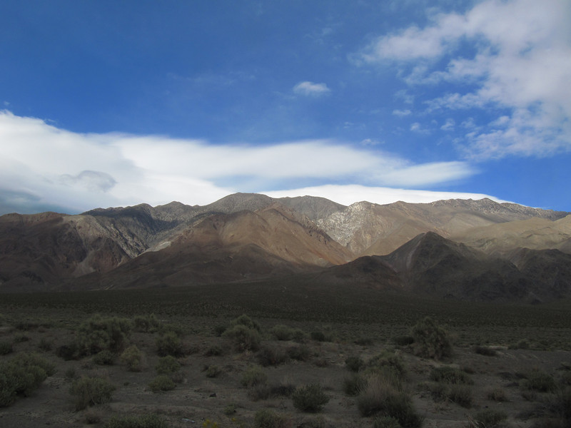 Looking back from Owenyo Rd; Keynot on right, Inyo on left