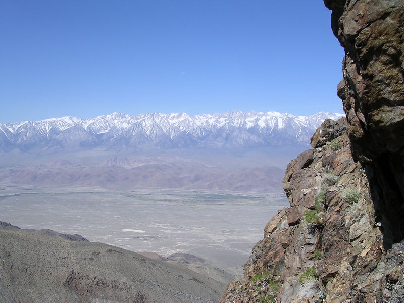 High Sierra from the ridge leading to Mount Inyo.