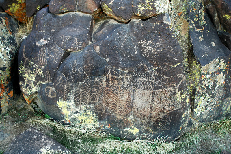 Closer look at the glyphs, these are at the entrance of the little canyon.