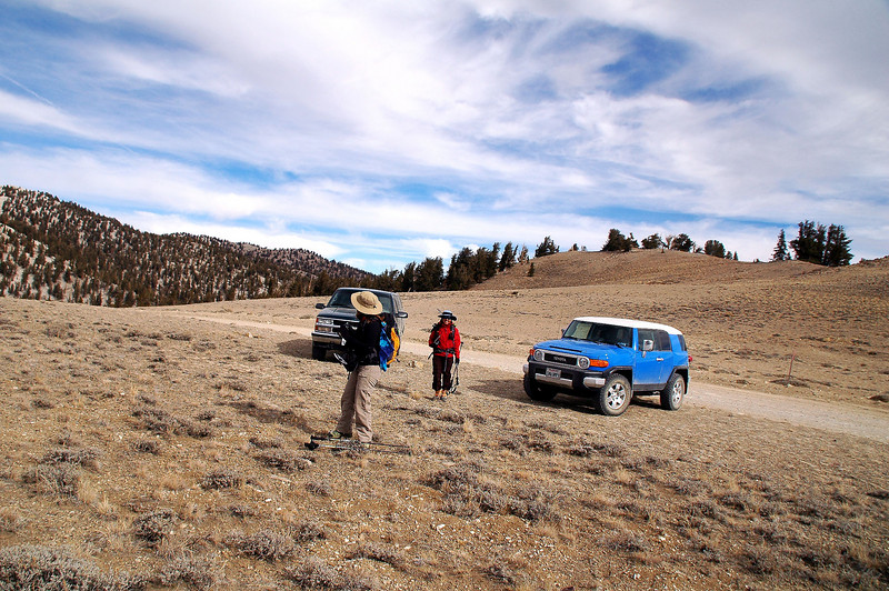 We started the hike from the high spot on the road before it dropped down to Campito Meadow.