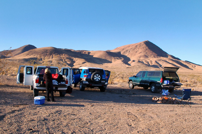 The next morning we decided to look for some petroglyghs that were shown on the topo map nearby.