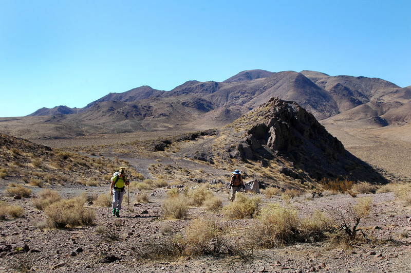 The starting point of the hike is at the right side of the little peak.