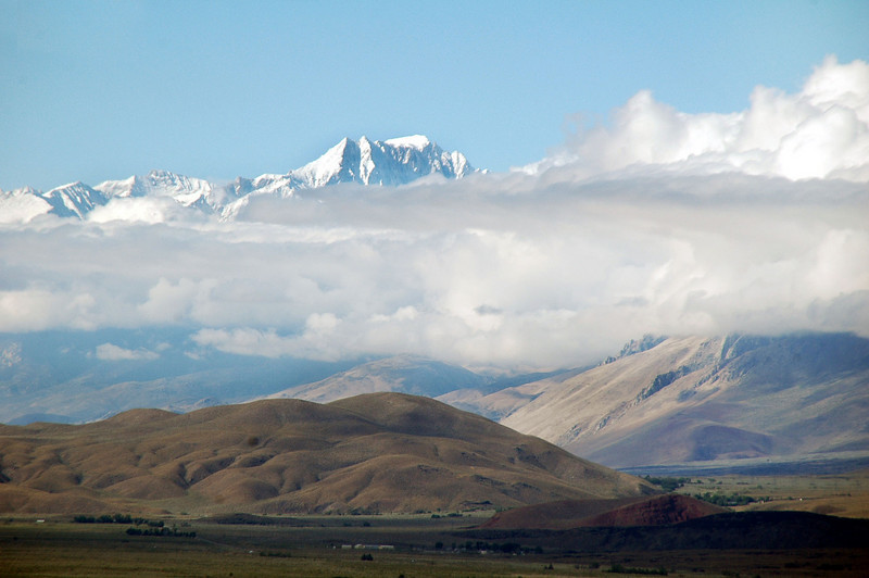 View towards the Sierras from across the Owens Valley.