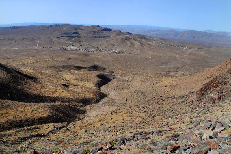 The town of Red Mountain on the left, and Johnnesburg on the right.