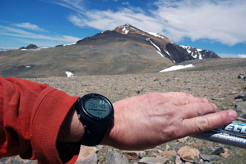 Passing 13,000'. Soon I'll drop down to the saddle before the switchbacks to the summit.
