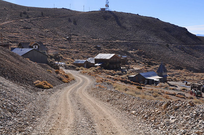 After less than 30 mins on the dirt road and about 5000 feet of climbing we find ourselves at Cerro Gordo