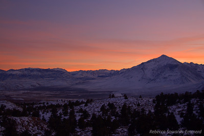 As we drove down 395 towards Bishop we enjoyed a beautiful sunset. The sky was on fire when we stopped at the viewpoint over Round Valley and Mt Tom.