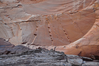 Looking around, we find really interesting patterns in the rock fractures. These were huge cracks above the kiva.