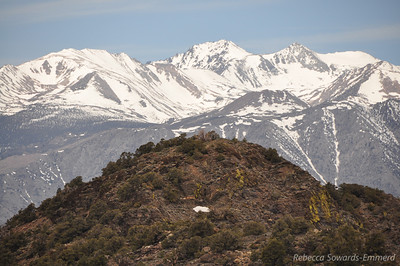 Zoom in on the summit and the looming sierra behind it.
