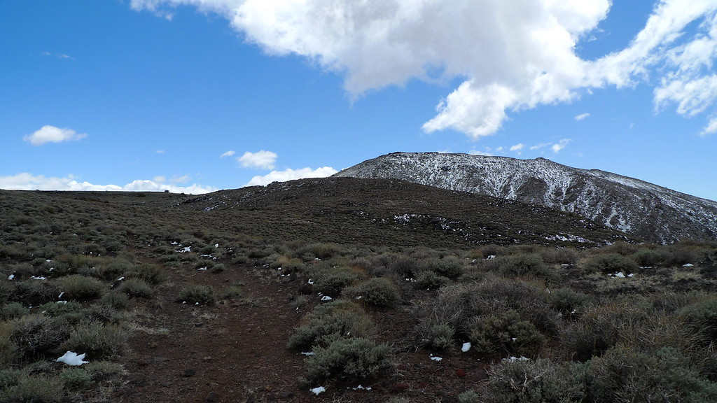 The summit hump is in view (summit is just out of sight). Some lingering snow but it's melting fast in the sun.