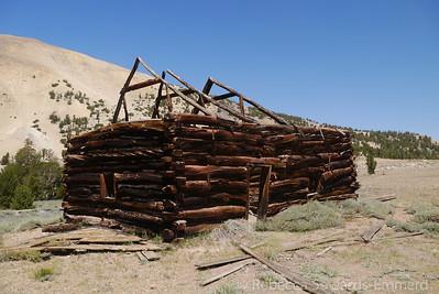 Old cabins at Boulder Flat