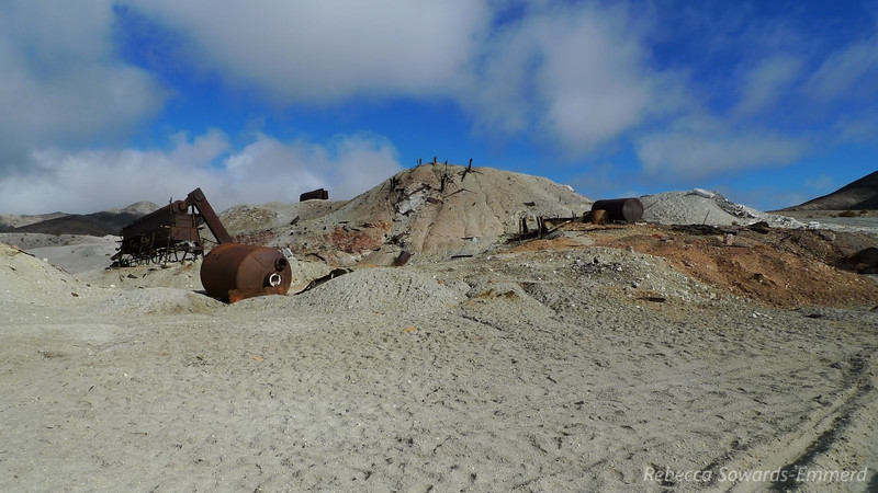 From Eureka Dunes we headed to the ruins of the old sulphur (and other stuff?) mine at Crater