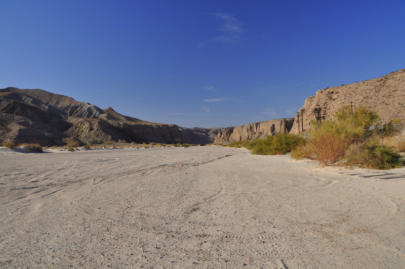 The mojave road runs along the wide sandy canyon here. Pick your difficulty!