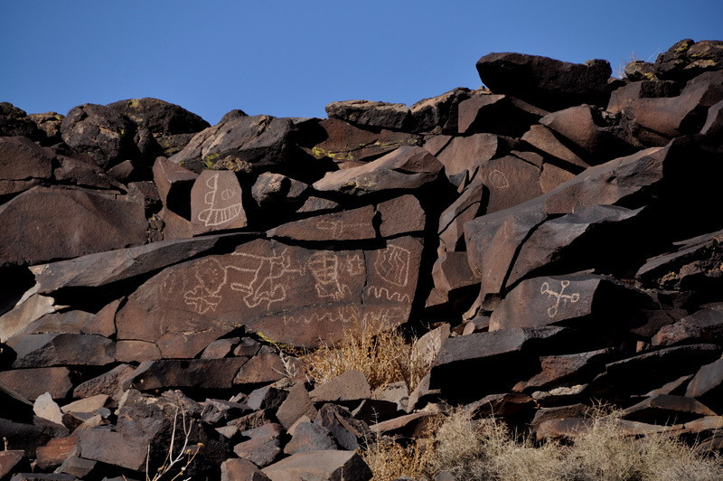 Zoomed in on the outcropping. It's covered with panels of petroglyphs!