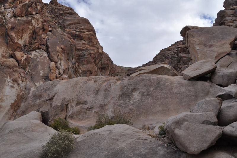 Next we stopped by Keyhole canyon on our way to vegas. Lots of rock art here - mostly petroglyphs (carved) with a few pictographs (painted). Pictographs are rarer since they tend to erode off of rock faces much faster than petroglyphs. Most pictographs are found in caves or protected nooks.