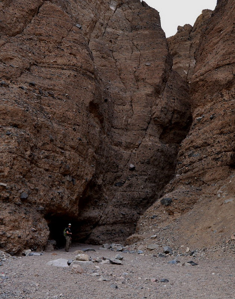 Spooky Canyon - a small side slot canyon that fades into a cave